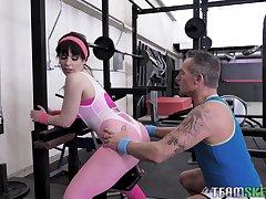 Fitness milf Kiara Edwards gets intimate with her many cram