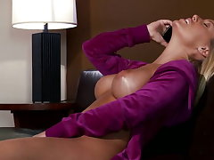 Nicole Aniston likes crimson big