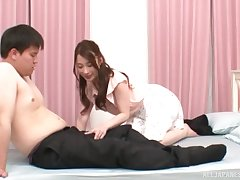 Starved Asian girl Hashimoto Reika spreads her legs to be fingered
