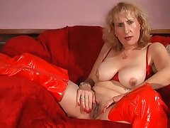 Solo mature Naomi in red lingerie playing with their way wet fuck chink