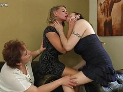 Granny fucks mature mom and not her daughter
