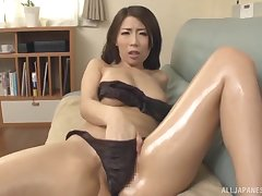 Stunning Japanese Ayumi Shinoda can't droop to please her lover badly