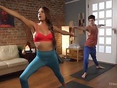 After yoga m�lange tranny Jessica Fox fucks her handsome partner